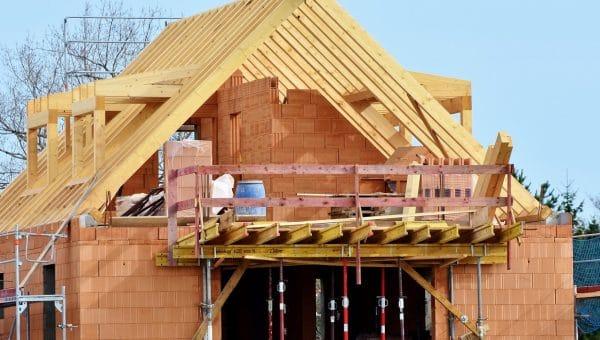 2 matériaux écologiques pour isoler la toiture de votre nouvelle maison