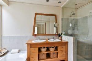 Les meubles en teck : l'élégance et la sérénité dans votre salle de bain