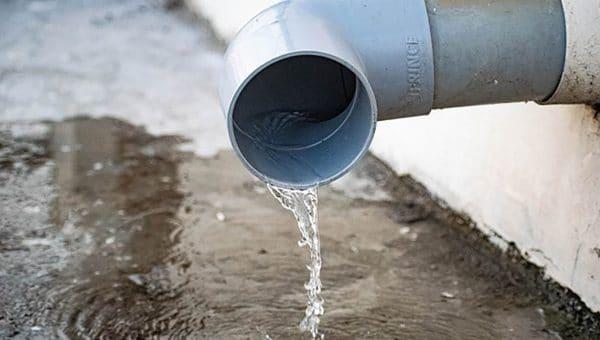 Comment colmater une fuite d'eau sur tuyau PVC ?