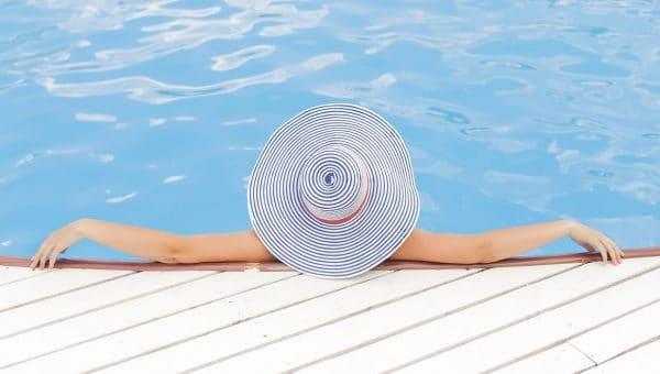 Choisissez une ossature en bois pour votre piscine hors sol !
